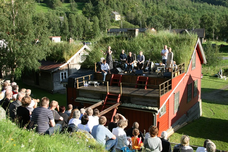 Concert at Borlo Farmyard.
