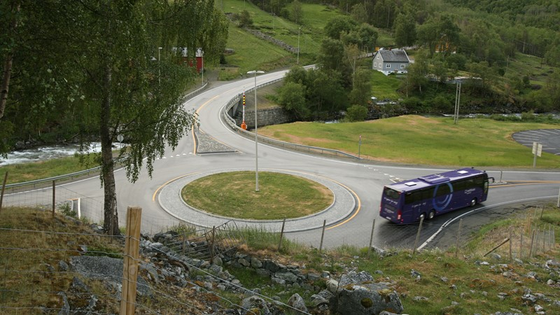 In some parts, the Kings Road goes next to the newest version of the main route Oslo-Bergen.